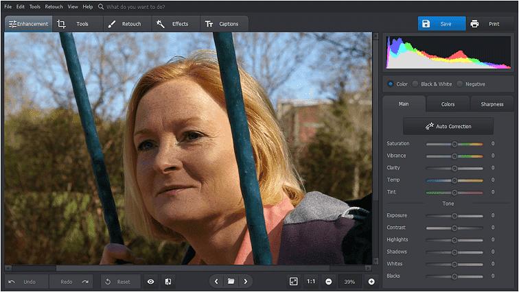 Porniți PhotoWorks pentru a elimina ridurile din fotografia dvs.
